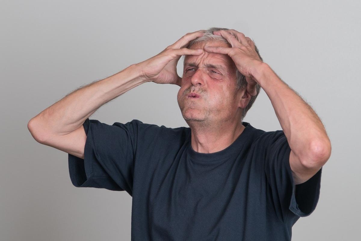 老け顔に悩む男性