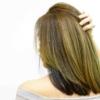 おすすめな白髪染めの方法に悩んでいる女性