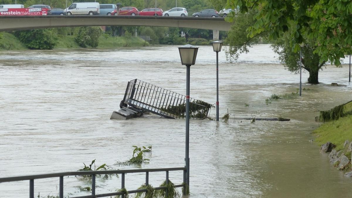 豪雨で氾濫した河川